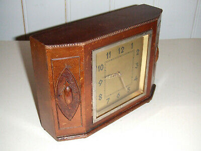 Vintage/Antique Wooden Mantel Clock For Restoration or Spares & Repairs