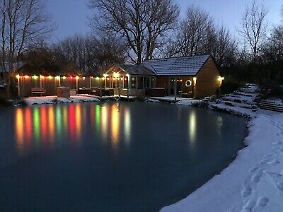 Lakeside Log Cabin in Derbyshire / Peak District with Hot tub 3 night weekends