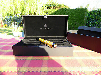 Parker Duofold Yellow / Citrine Mini/demi Fountain pen New and Boxed