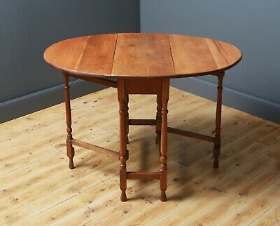 Attractive Small Vintage Oak Turned Gate Leg Drop Leaf Side Table