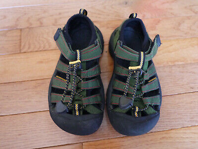 9aa48ab505ee KEEN BOYS GREEN Sandals size US 12 UK 11 Excellent -  17.99
