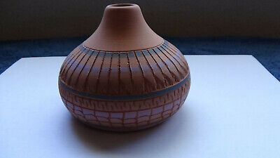 Navajo carved pot 2005 by VERA THOMPSON in mint condition.