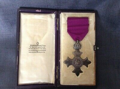 SOLID SILVER MBE MEDAL IN ORIGINAL PRESENTATION CASE BY GARRARD & Co OF LONDON