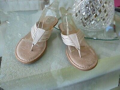 b409ed5485e7 BORN BOC CONCEPT 9 40.5 C28311 Beige Leather Strappy Thong Sandals Flip  Flops
