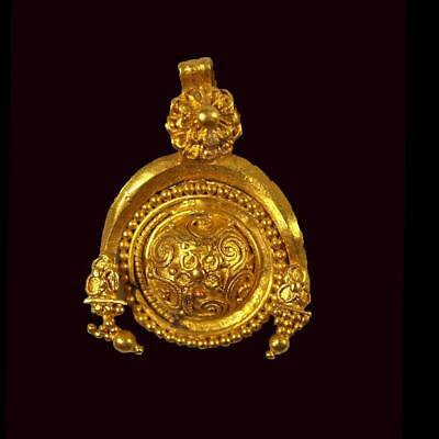 A fine Greek Gold Pendant, Hellenistic Period, ca 3rd century BC