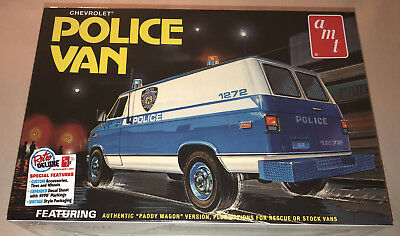 AMT Chevy Police Van NYPD 1:25 scale model car kit new 1123