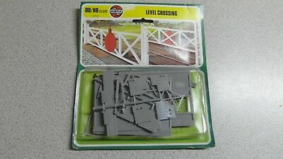Airfix OO/HO Scale Level Crossing Model Kit - 01615-9 - Sealed