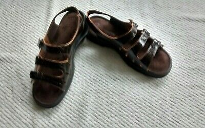2ebcecca521 Clarks SPRINGERS women s size 8M leather shiny brown three buckle dress  sandals