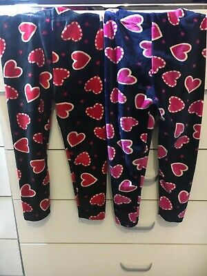 2 baby girl fluffy leggins with hearts in Mint  condition size 98-104(2-3 Years)