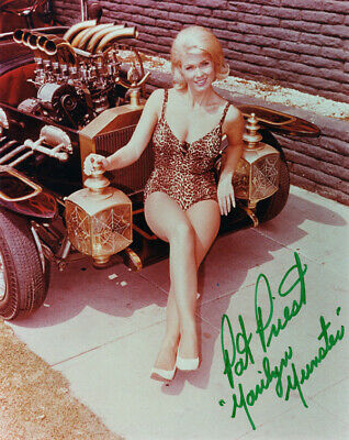 PAT PRIEST SIGNED AUTOGRAPHED 8x10 PHOTO MARILYN THE MUNSTERS BECKETT BAS