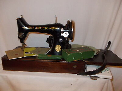 Singer Sewing Machine Vintage Electric Wooden Base and Cover