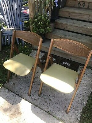 Set 2 of Coronet Vtg Mid Century Wicker folding chairs by Norquist products.