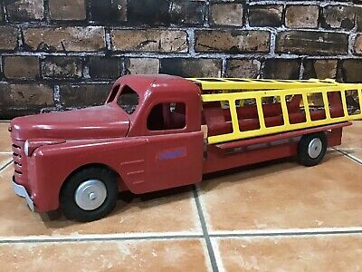 """Vintage Early 1950's Structo Toys Ladder Truck  Red Fire Truck Pressed Steel 22"""""""