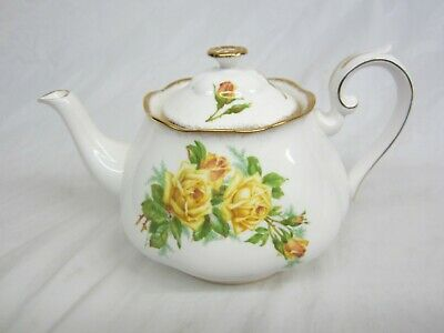 Large  Royal Albert Yellow Tea Rose Teapot Excellent