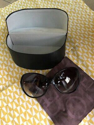 fe8e2a9b6c0ac Pre-owned-Oliver-peoples-Chelsea-Oversized-Black-Sunglasses.jpg