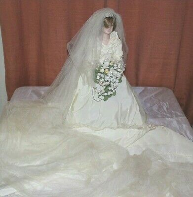 Princess Lady Diana In Wedding Dress 19 Porcelain Doll Book Diana The People 175 00 Picclick