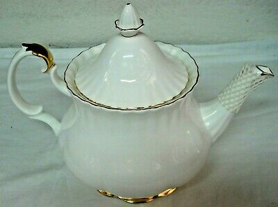 ROYAL ALBERT Val D'or Teapot ~ 2 1/4 Pints ~ 1st Quality ~ English Bone China