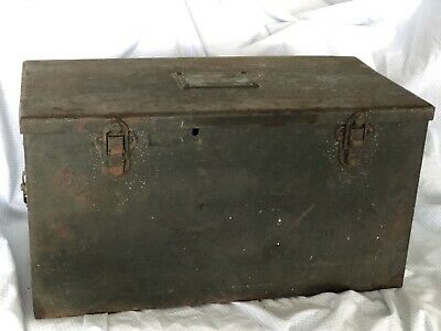 WW 2 Accessories Unit Portable Battery Holder And Charger Case