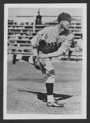CLASSIC LEFTY GROVE RED SOX HALL OF FAME LEGEND  IN ACTION 7x10