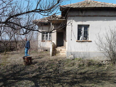 Bulgarian Bulgaria house to Close Dobrich need new roof 2880 Sqm Building land