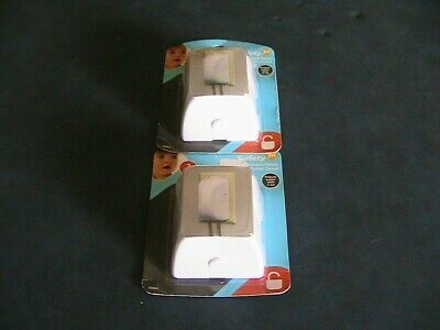 2 Safety 1st 2 Pack Double Touch Plug 'N Electrical Outlet Covers