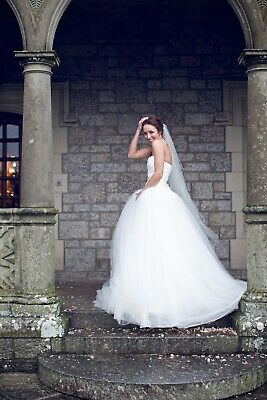 dd331d18269a2 WHITE BY VERA Wang Bow-Back Halter Wedding Dress. Size 10 - £452.00 ...