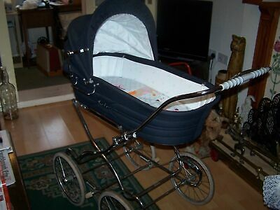 Vintage 1980's Silver Cross navy blue baby pram, good clean condition.