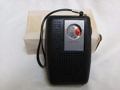 Vintage 1970S AM Transistor Radio NEW OLD STOCK  plays well Hong Kong
