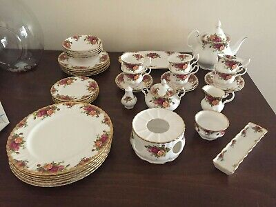 Royal Albert old country roses 1962 43 piece set rare collector's set