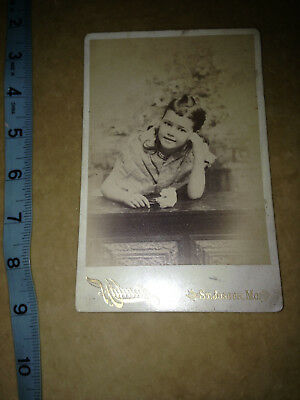 victorian 1900 CABINET PHOTO PRETTY LITTLE GIRL POSING ON TABLE WITH FLOWERS