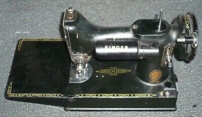 Vintage Singer Featherweight 221K Sewing Machine & Carrying Case & Accessories