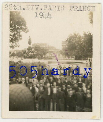 WWII US GI Photo - 28th Infantry Division Truck Parade Passes Fountain Paris 44