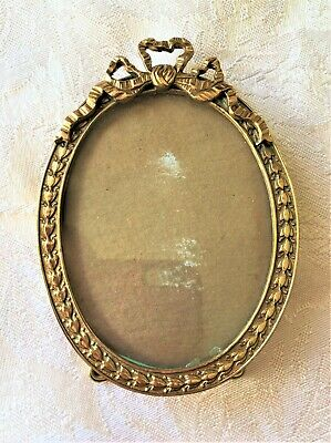 """Vintage Oval 4"""" Brass Picture Frame with Easel, Ribbon Bow Top - Sweet!"""