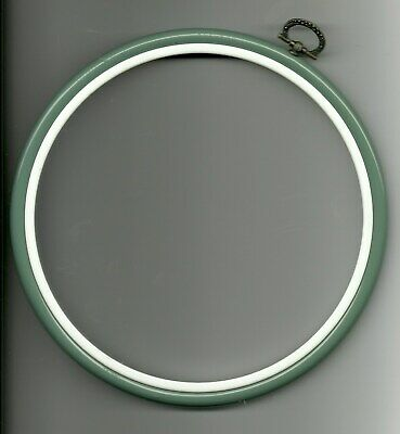 GREEN & WHITE EMBROIDERY HOOP - 19 cms
