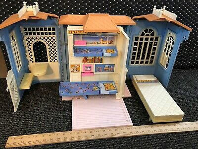 VTG 1992 BARBIE Fold N Fun House: Fold Out Hinged Walls Case