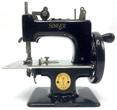 Rare Singer Child's Toy Sewing Machine Antique Vtg Model 20 Small With Box