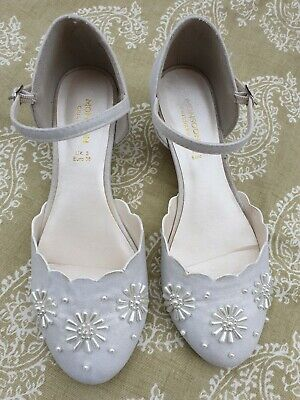 MONSOON ladies or older Girls ivory pearl shoes.Size uk  3 .Small heel.. EU 36