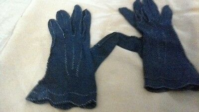 A lovely pair of small vintage gloves from the 1950s in a S size