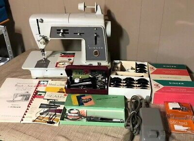 Vintage Singer 600 Touch & Sew Deluxe Zig Zag Sewing Machine And Extras!