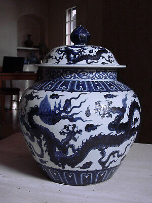 IMPORTANT CHINESE BLUE AND WHITE PORCELAIN LIDDED JAR. 18-19th C