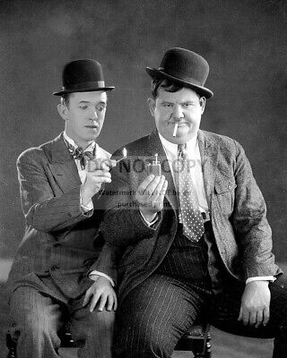 STAN LAUREL AND OLIVER HARDY 8X10 PUBLICITY PHOTO AB-657