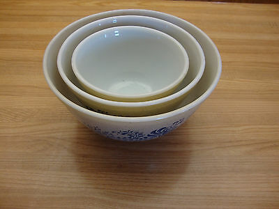 Set Of Three Vintage Pyrex Homestead Cinderella Beige Blue Mixing Bowls