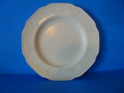 FREE SHIPPING! Vintage Indiana Colony Harvest Grape Milk Glass Dinner Plate