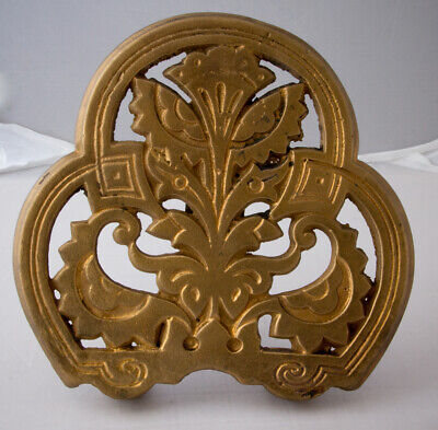 Cast iron Carron aesthetic movement No. 22 trivet c1879 Christopher Dresser