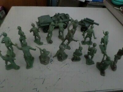 19 vintage US Soldiers light green molded plastic MARX Battleground Recon & Jeep