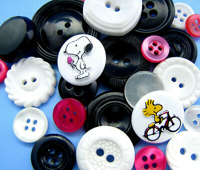 Vintage Lot Theme Buttons SNOOPY & WOODSTOCK Peanuts White Black Pink Square +++