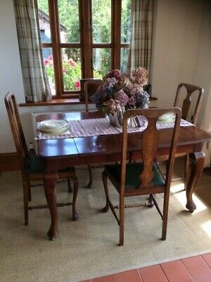 Victorian mahogany extending table and 4 chairs