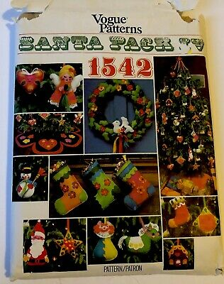 Vogue 1542 Santa Pack Uncut Vintage 1975 Christmas stocking pillow wreath