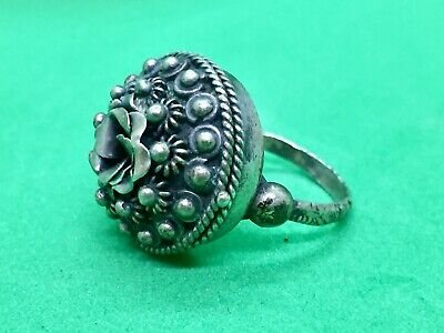 Rare Antique Beautiful Silver Pill/Poison/Snuff/Locket Ring Filigree 19 century