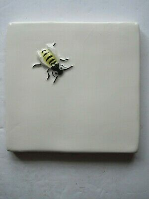 VINTAGE WINCHESTER 105 mm MOULDED & HAND-PAINTED BUGS TILE- HORNET